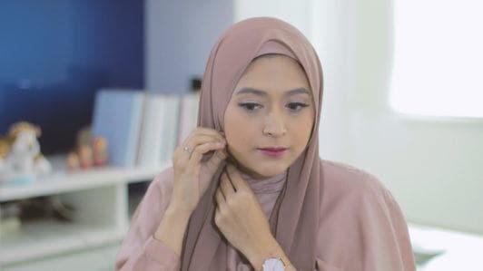 gaya hijab relaxes side turban