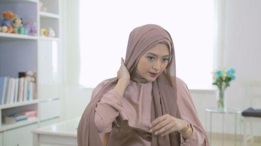 gaya hijab Relaxed Side Turban