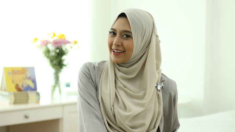 Gaya sweet chiffon hijab.