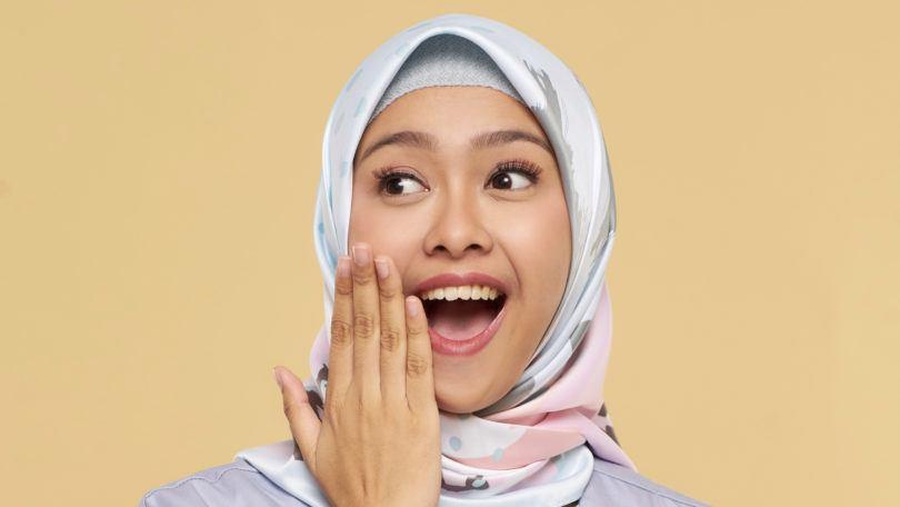 Wanita Asia memakai hijab