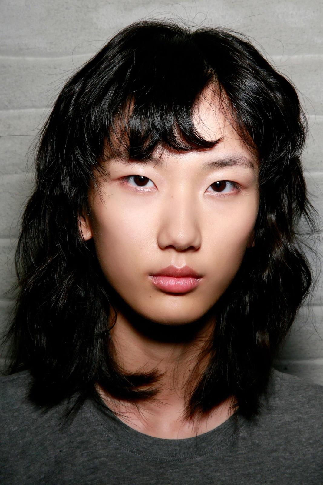 Wanita asia gaya rambut bob shaggy fashion rambut pendek - shutterstock.
