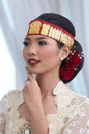 Sanggul pengantin batak toba pada wanita asia.