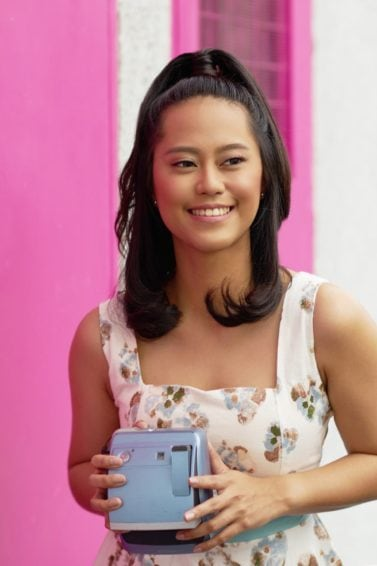 wanita Asia dengan model rambut sebahu half ponytail