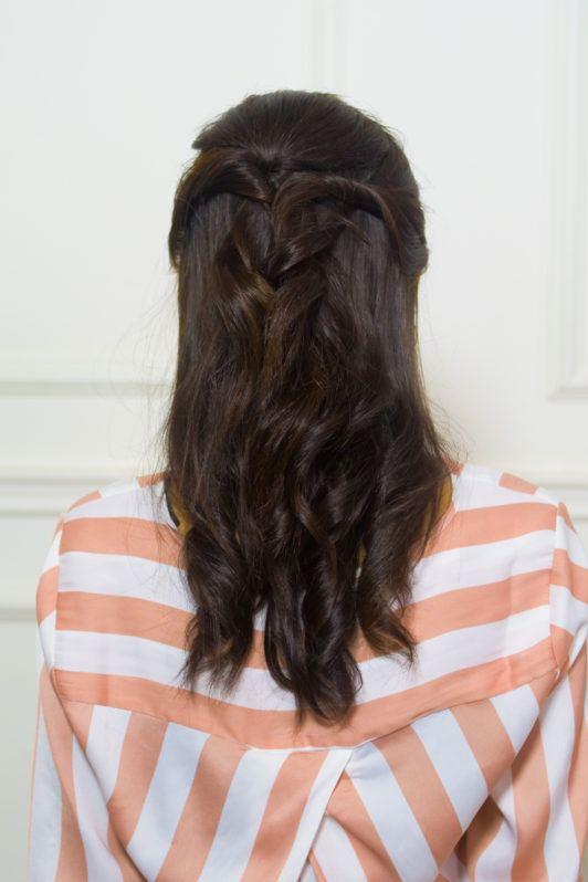 tampak belakang rambut twisted half updo Dinda Maulina