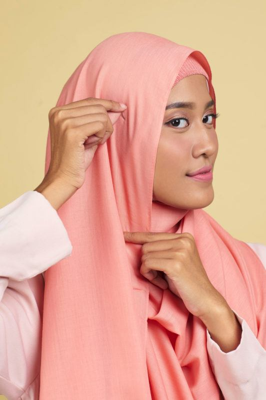 hijab-pashmina-step-5-memberi-sentuhan-terkahir