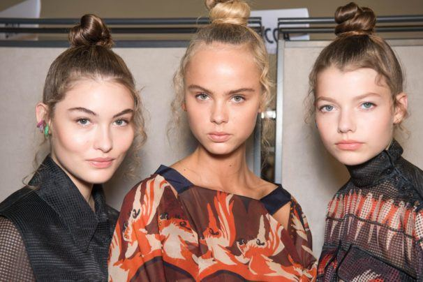Chicas con cortes de pelo para caras redondas