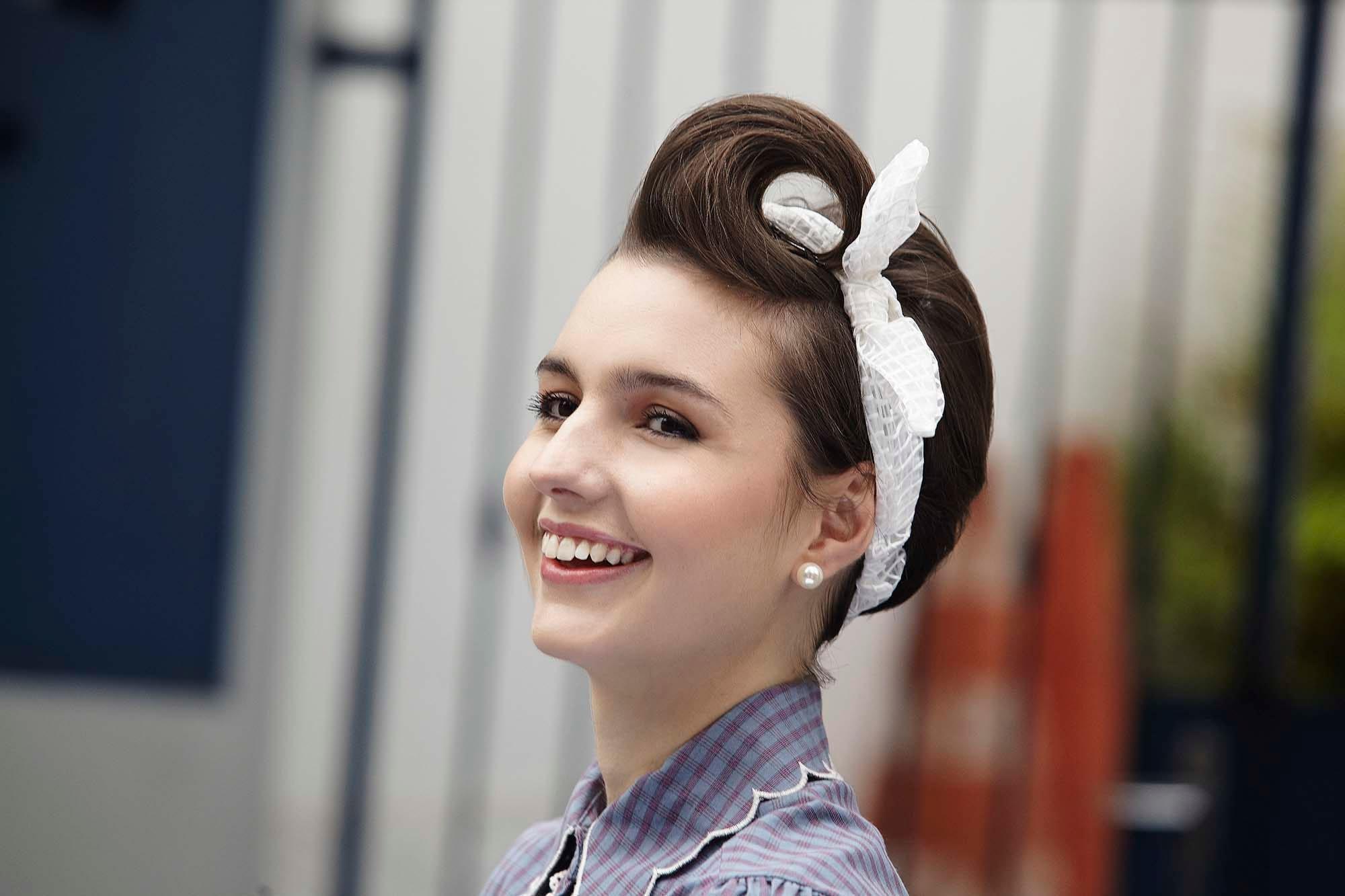 corte pixie con jopo años 60 con pañuelo