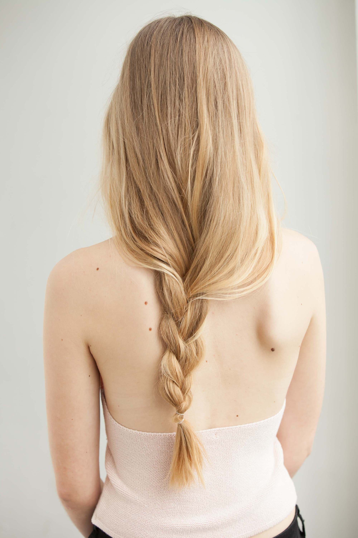 Chica con peinado despeinado