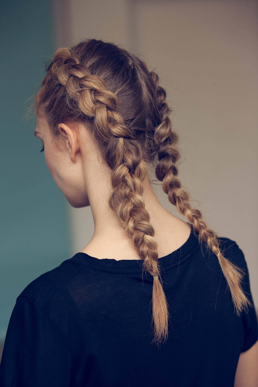 peinado entrenamiento dos trenzas holandesas raya al medio castaño