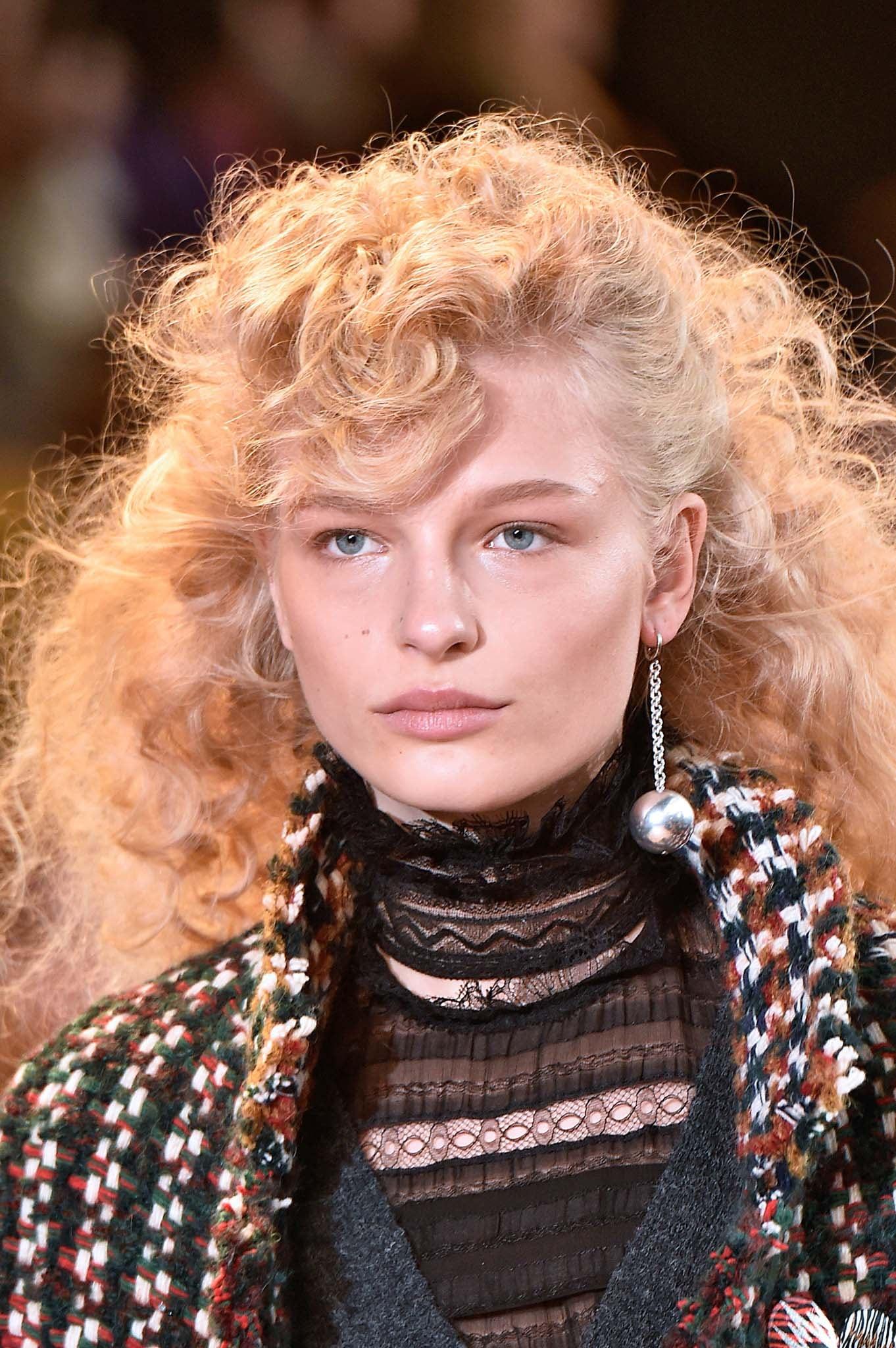 En una tendencia ascendente peinados años 80 mujer Galería De Tutoriales De Color De Pelo - Peinados años 80: hacé que tu pelo viaje a otra época | ATH