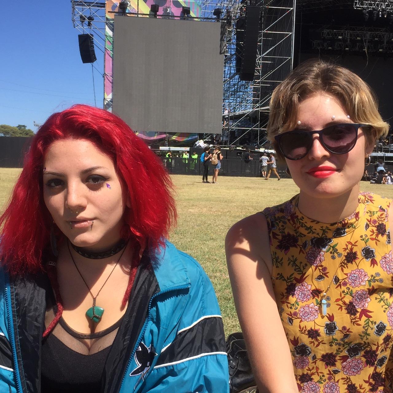 pelo color rojo tinutra decoloración rubio corto con mechas festival amigas estilos