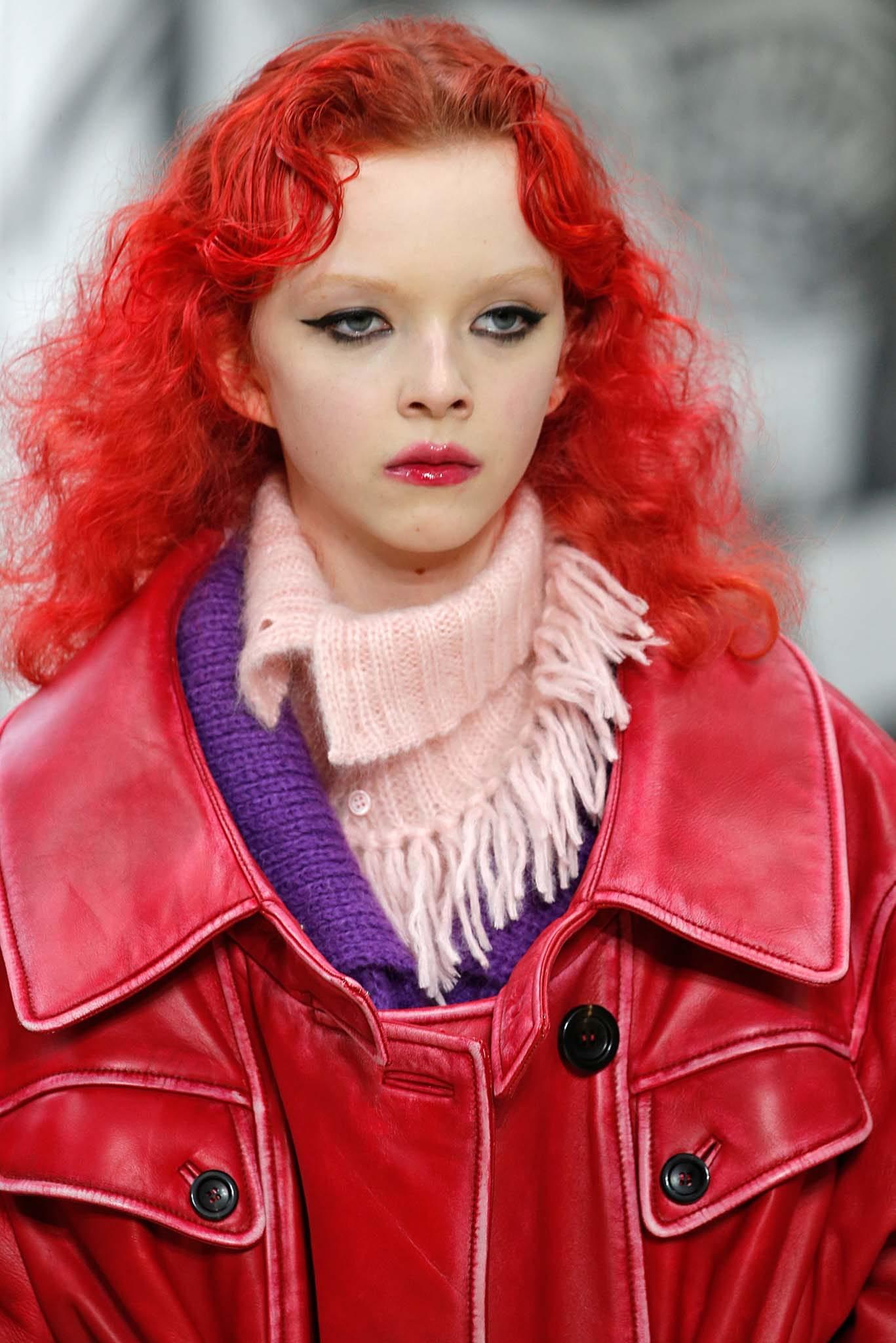Cabellera roja (color al estilo Chucky) ondulada, encrespada
