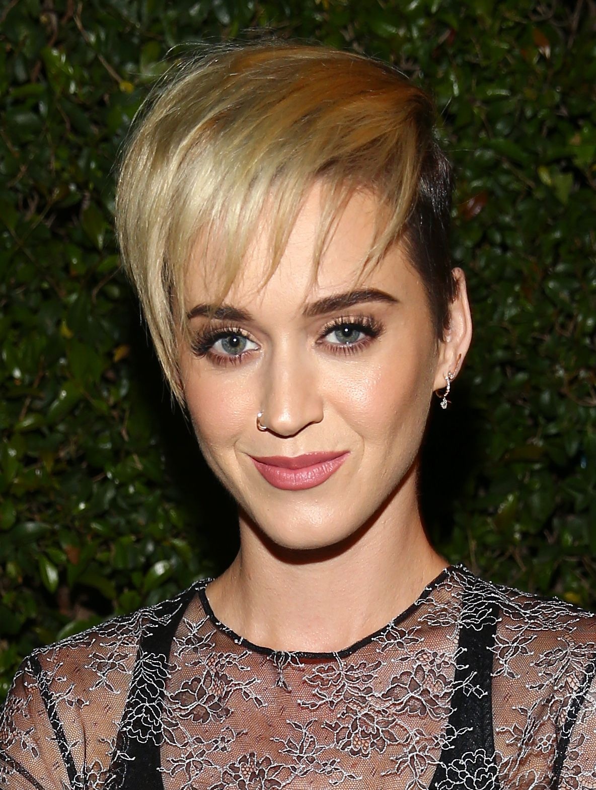 Katy Perry con corte pixie y flequillo
