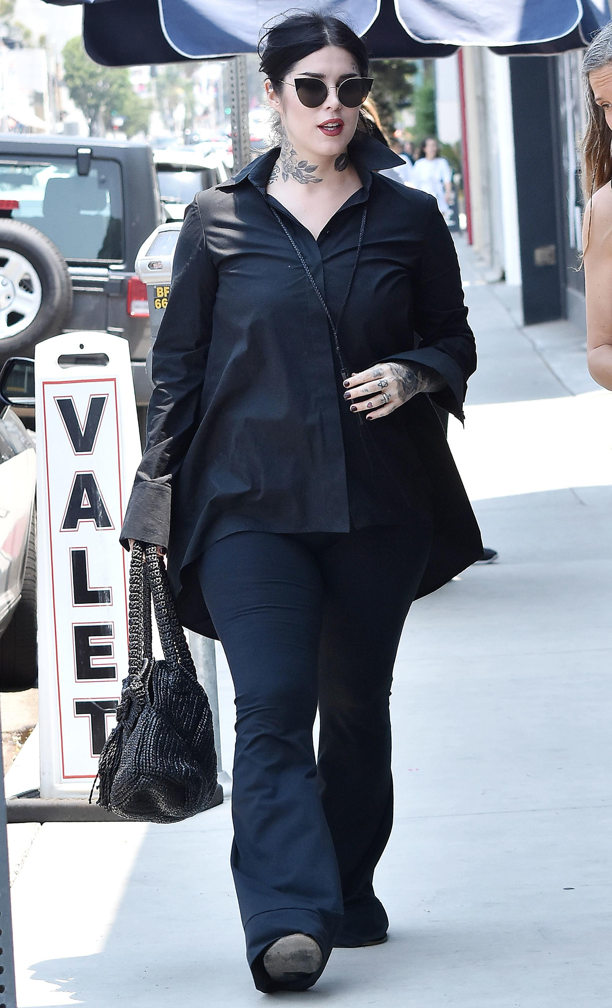 Kat Von D embarazada con pelo negro