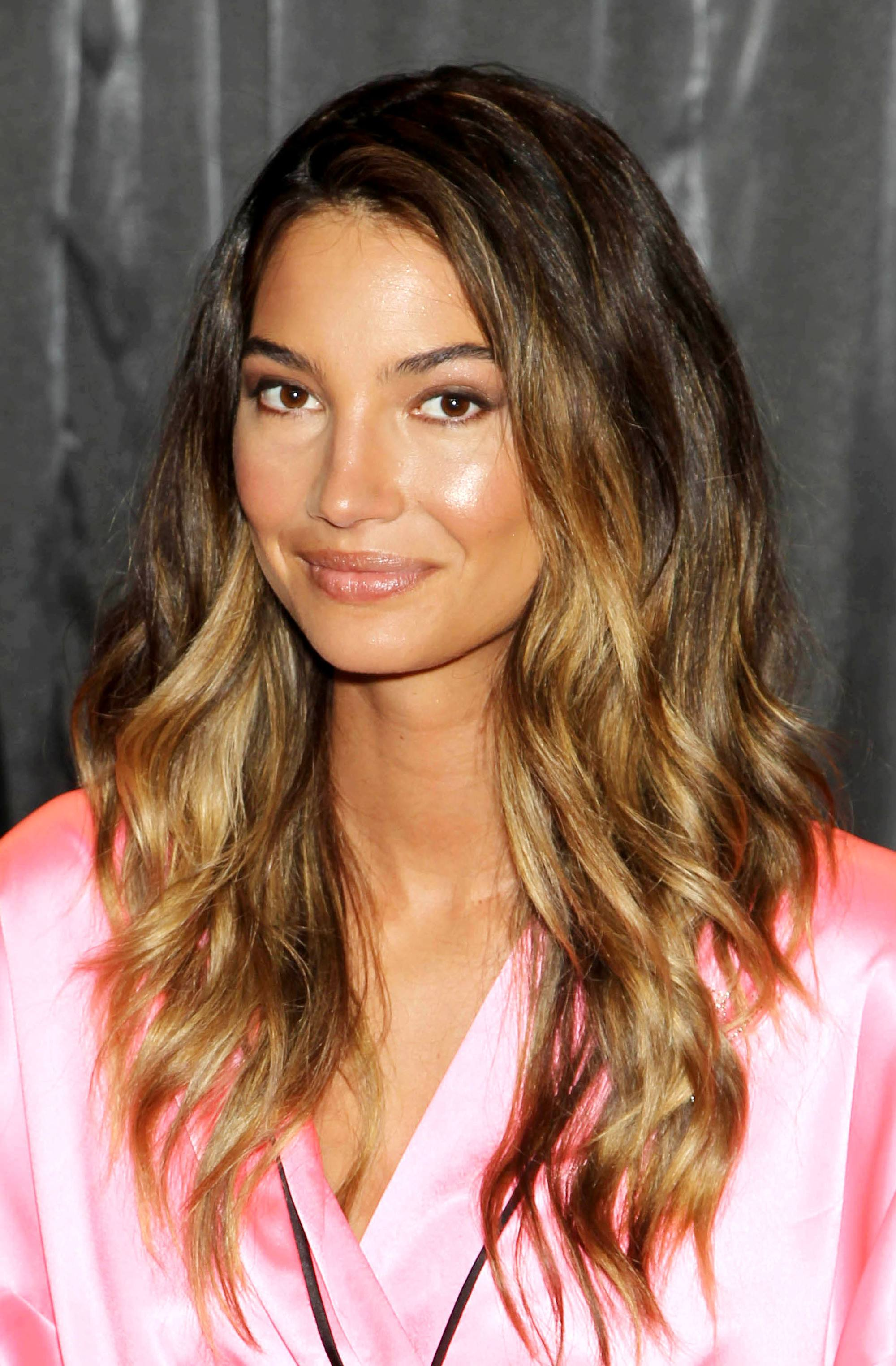Lily Aldridge con mechas californianas