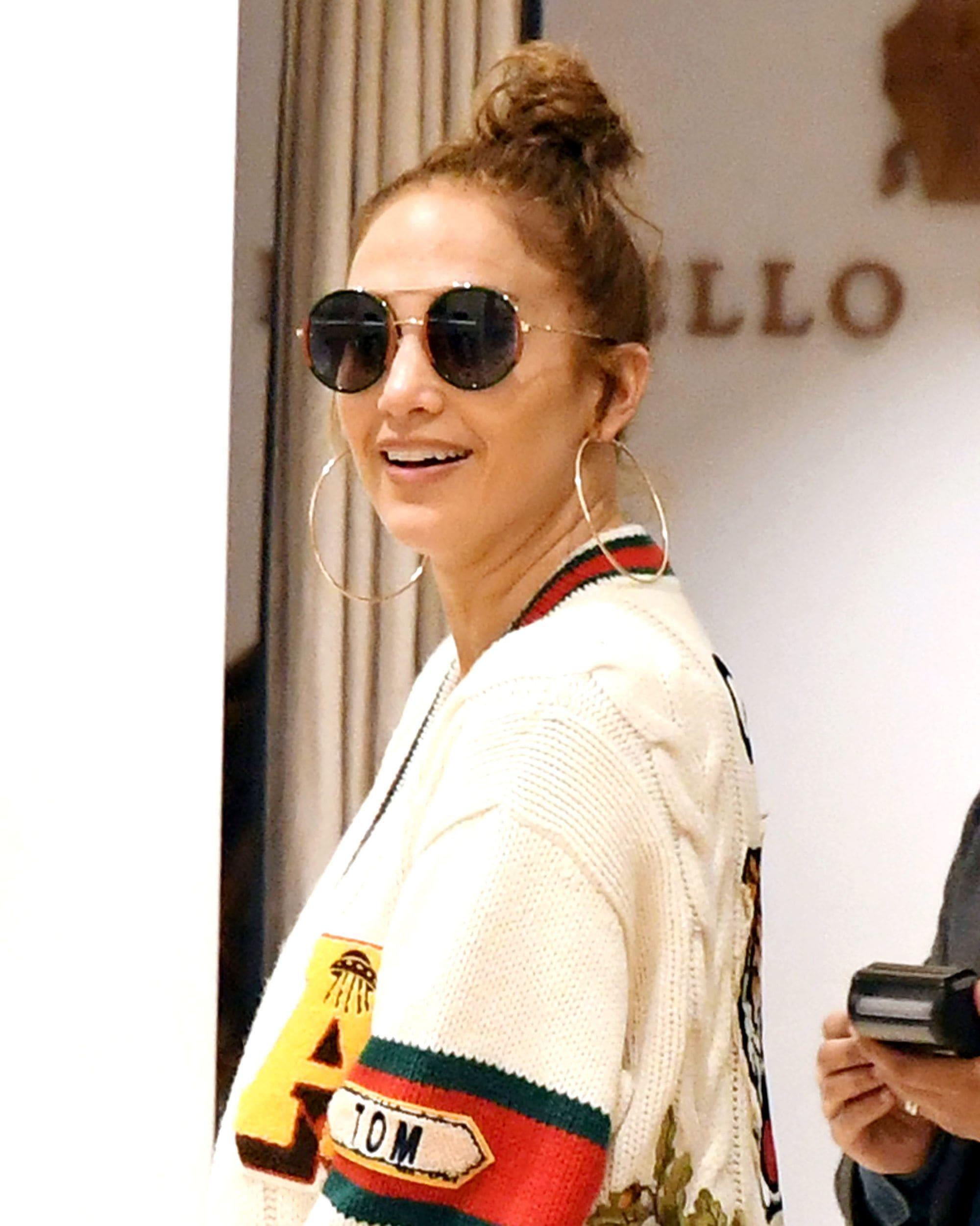 Jennifer Lopez con top knot