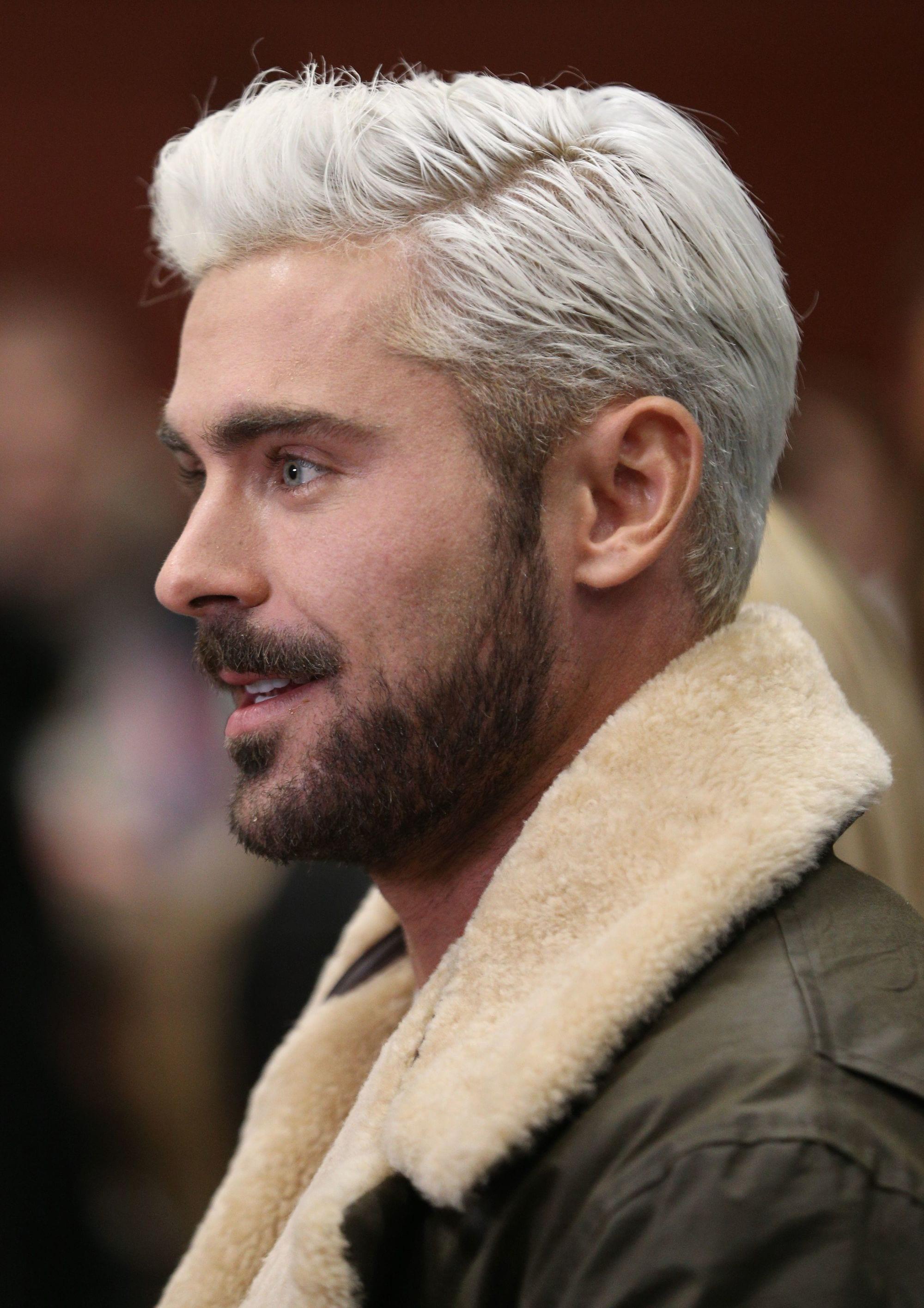 pelo platinado hombre pelo largo barba oscura
