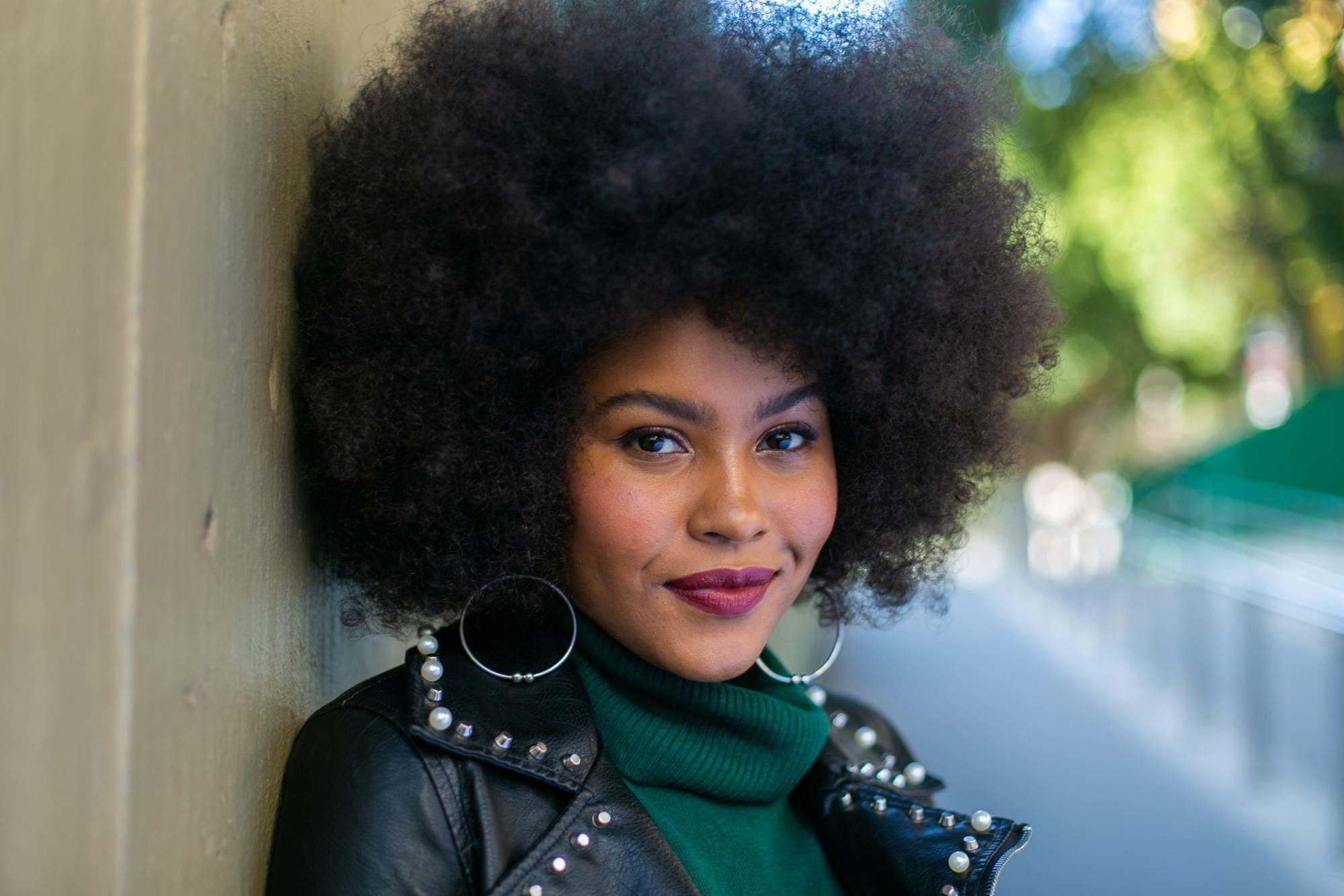 Modelo corte de cabelo curto estilo black power