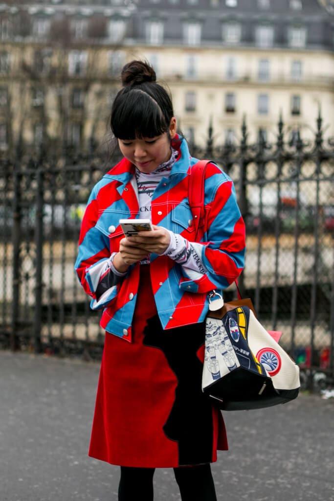 mulher asiática com franja reta perfeita