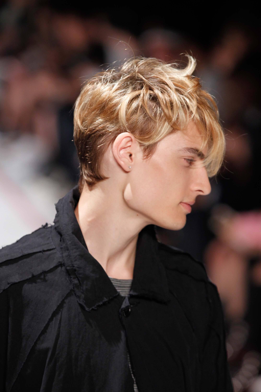 modelo de cabelos masculinos de festa bagunçado