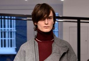 Modelo de franja para os cabelos das semanas de moda masculina