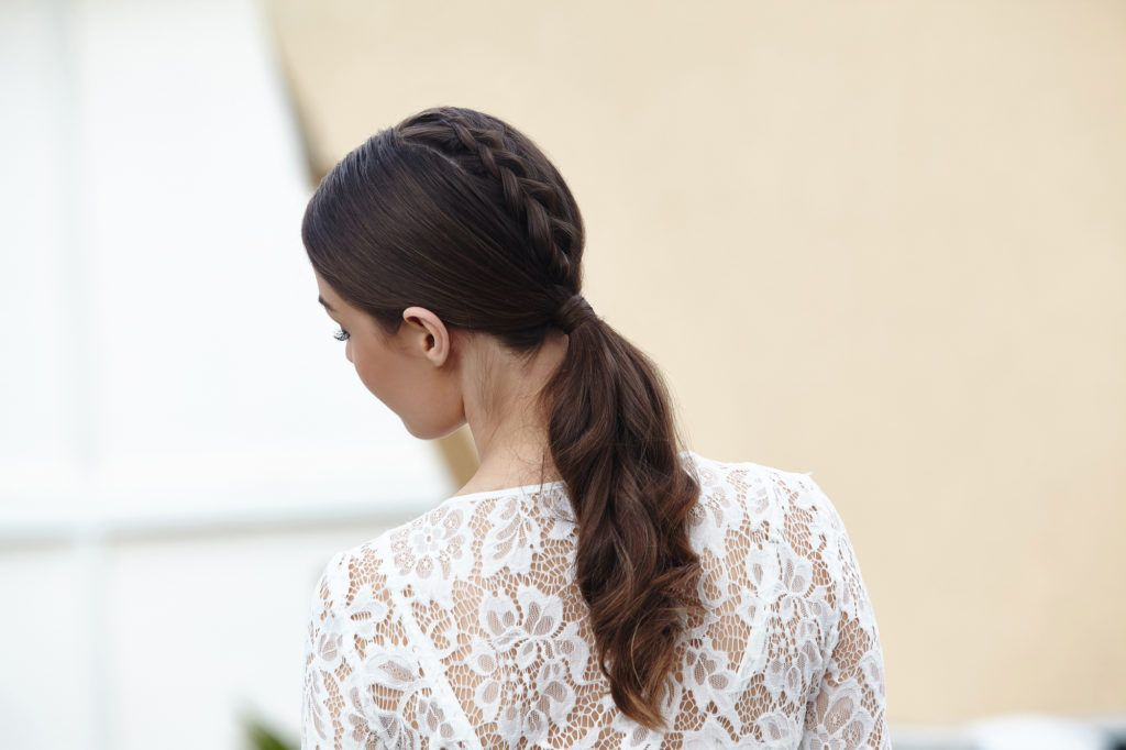 Trança de unicórnio está entre os penteados para esconder a franja