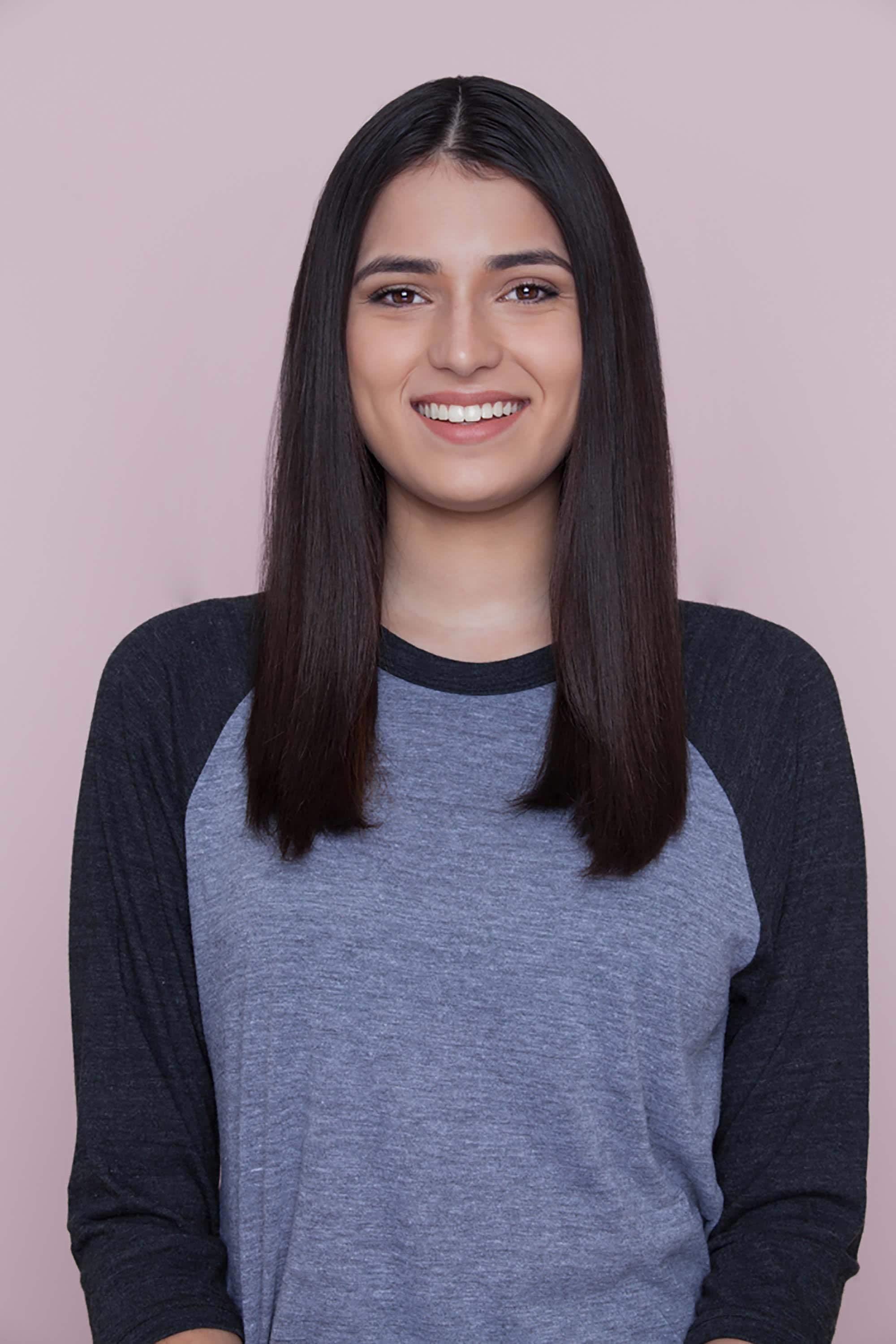 modelo de cabelo liso longo