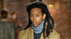 modelo com cabelo rastafári masculino