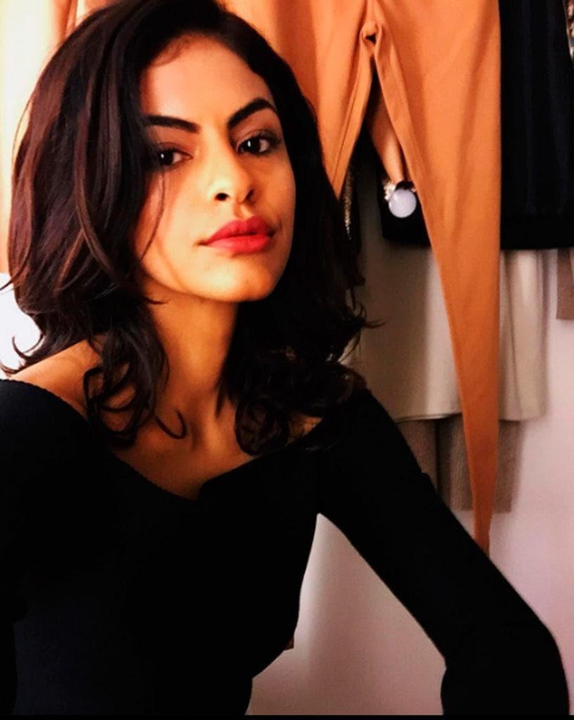 Marina Santa Helena com cabelo preto