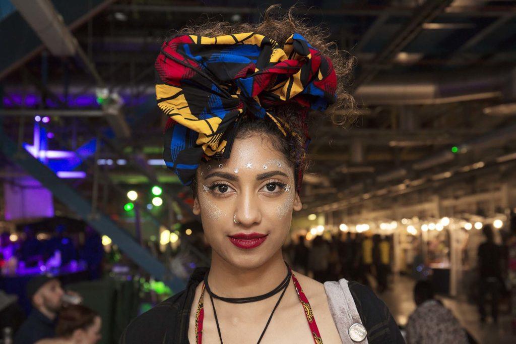 modelo com um dos penteados do festival Afropunk Londres 2017