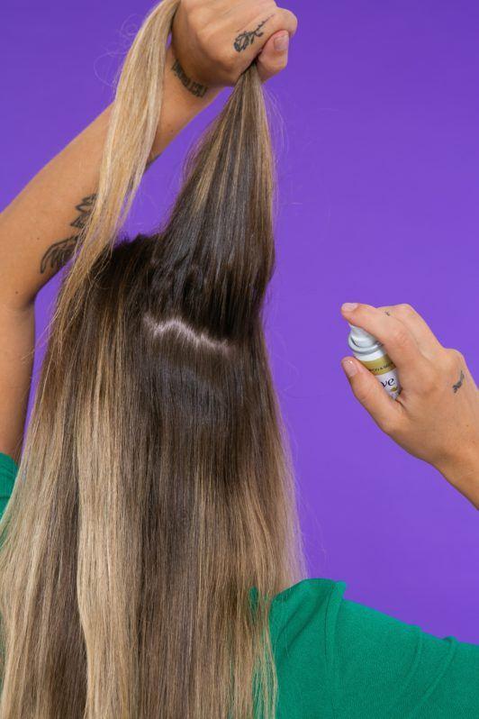 Modelo para ensinar como usar shampoo seco
