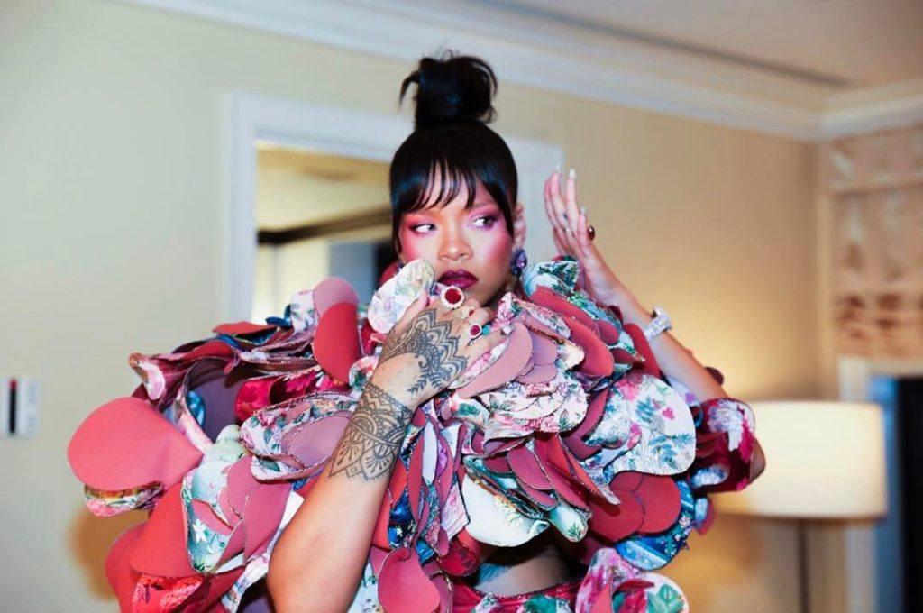 Rihanna com franja