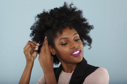 modelo de moicano para cabelo crespo