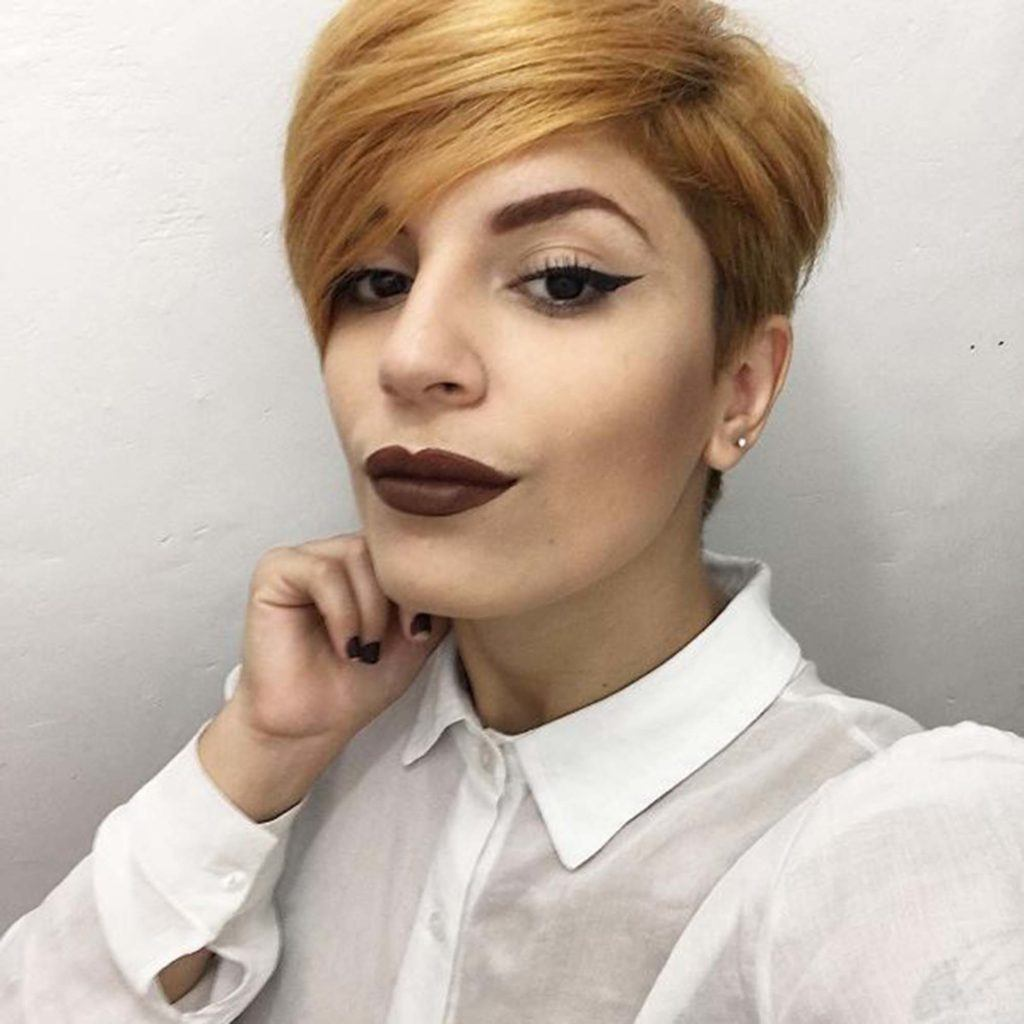 modelo de mulheres com cabelo curto no Instagram