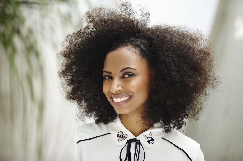 modelo de penteados de natal para cabelos crespos