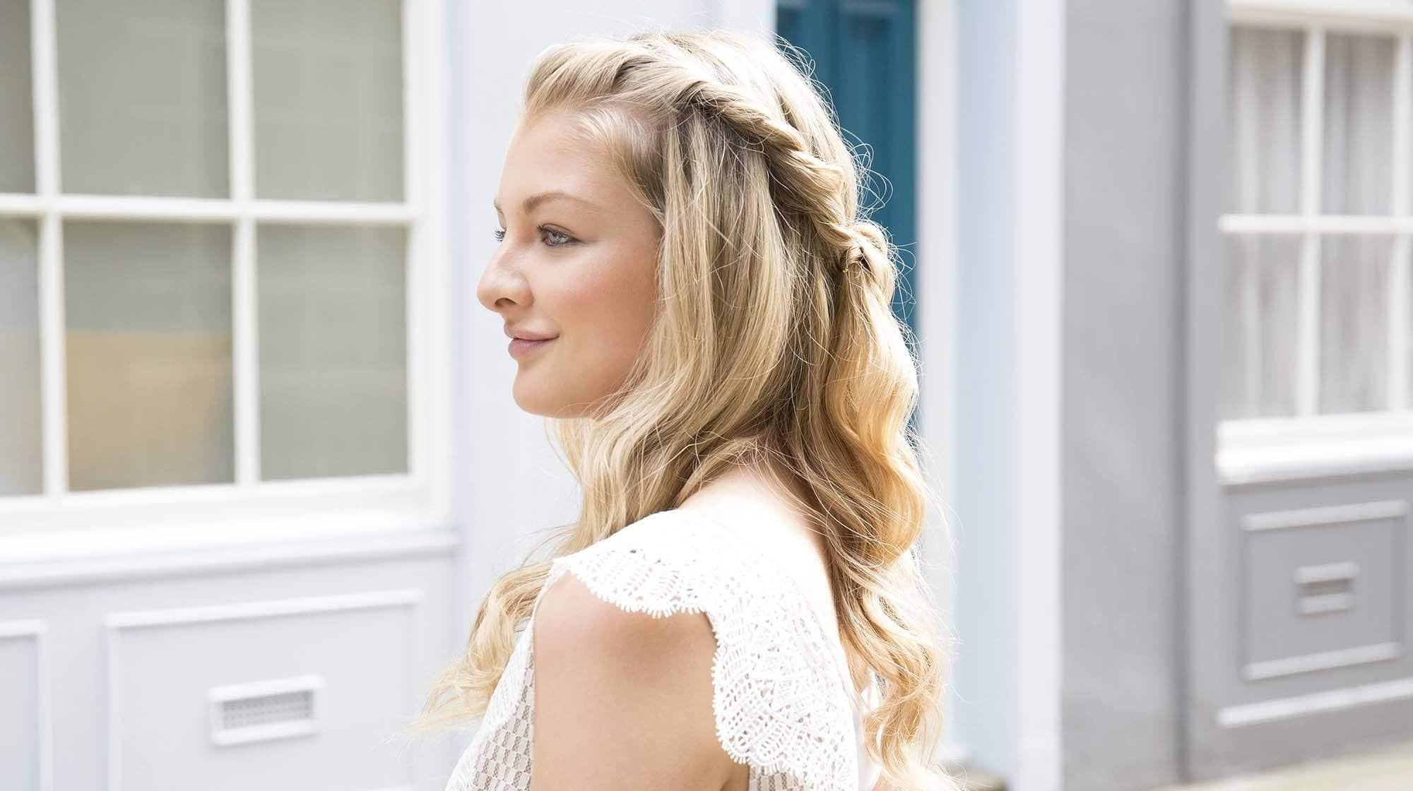 modelo usando um dos penteados para o carnaval 2018