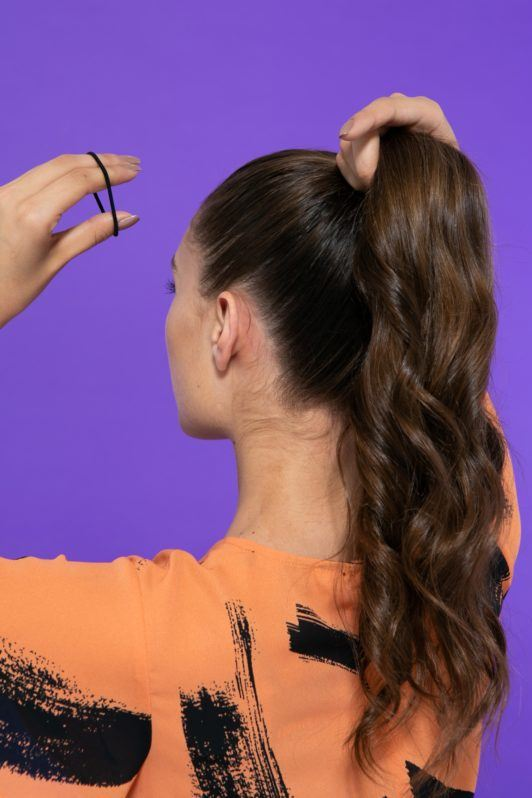 Prendendo cabelo com rabo de cavalo