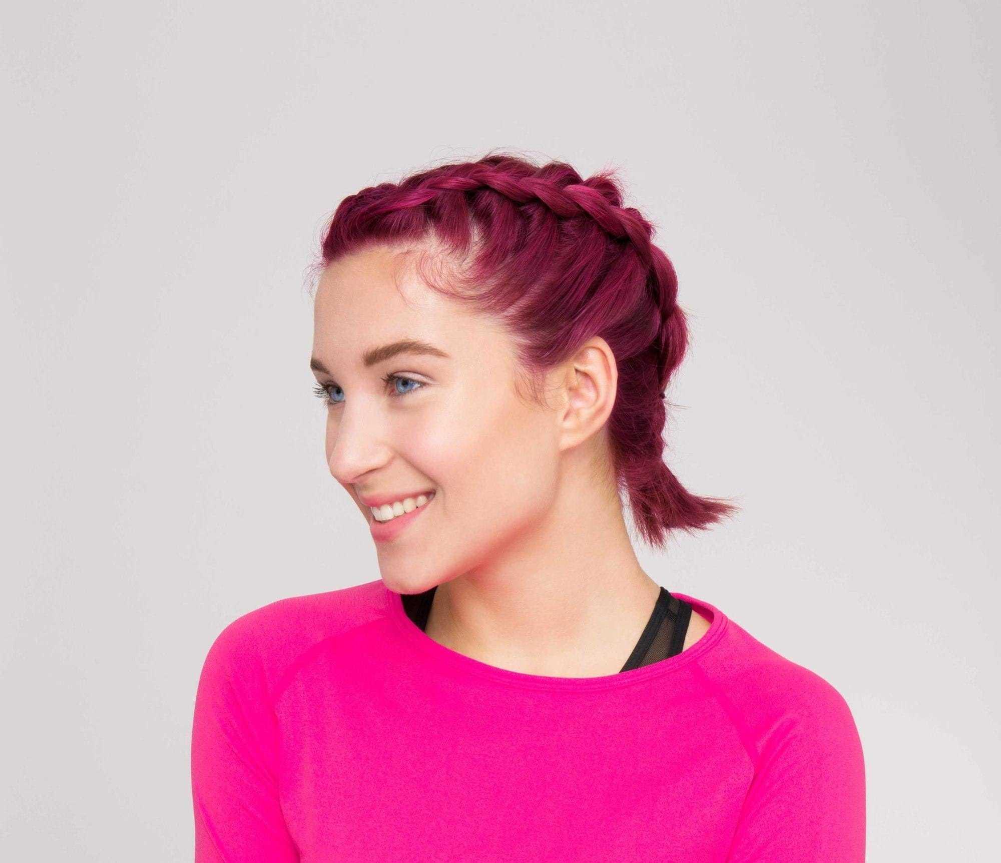 modelo de cabelo rosa com trança dupla holandesa