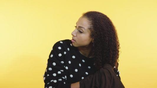how to style curly hair: micro fiber towel