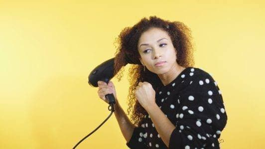 how to style curly hair: diffuser