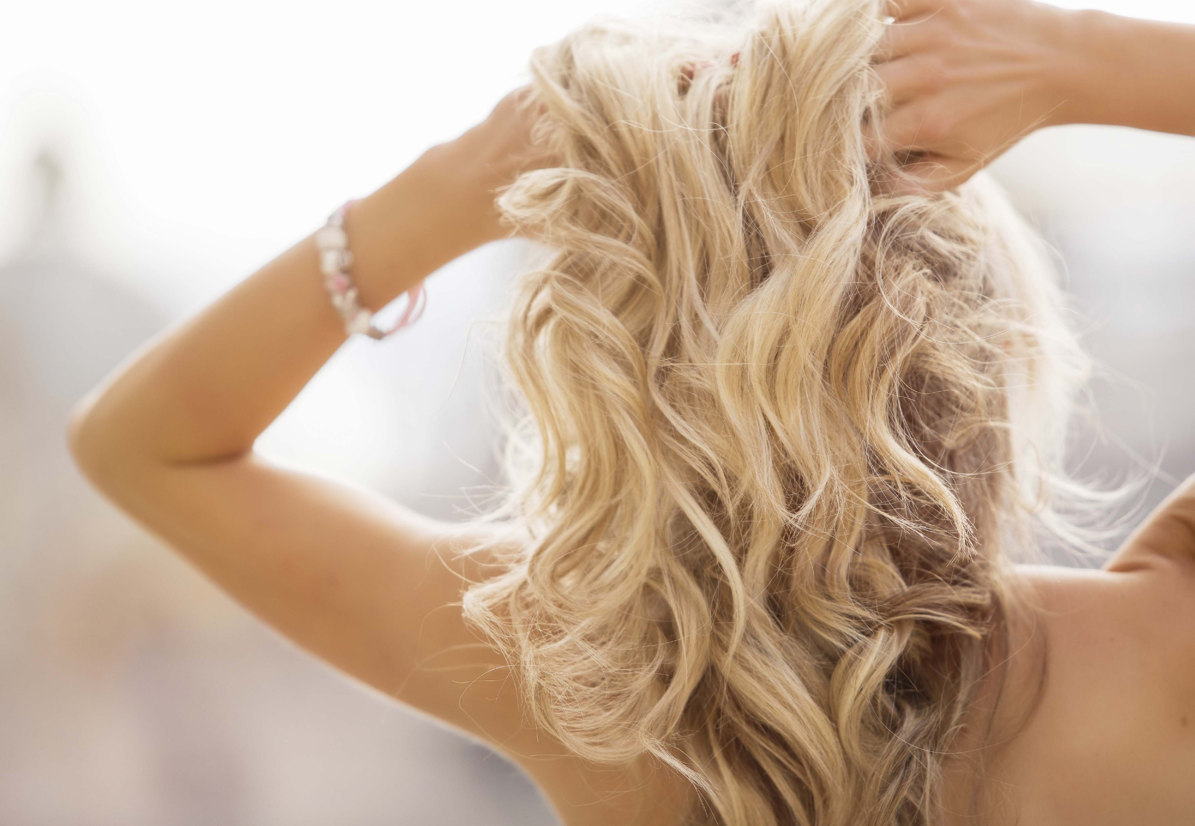 itchy scalp blonde wavy hair