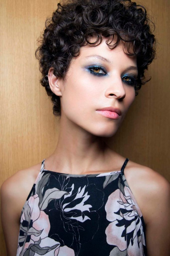 hair cut style for curly hair wavy hair ideas to try 6011