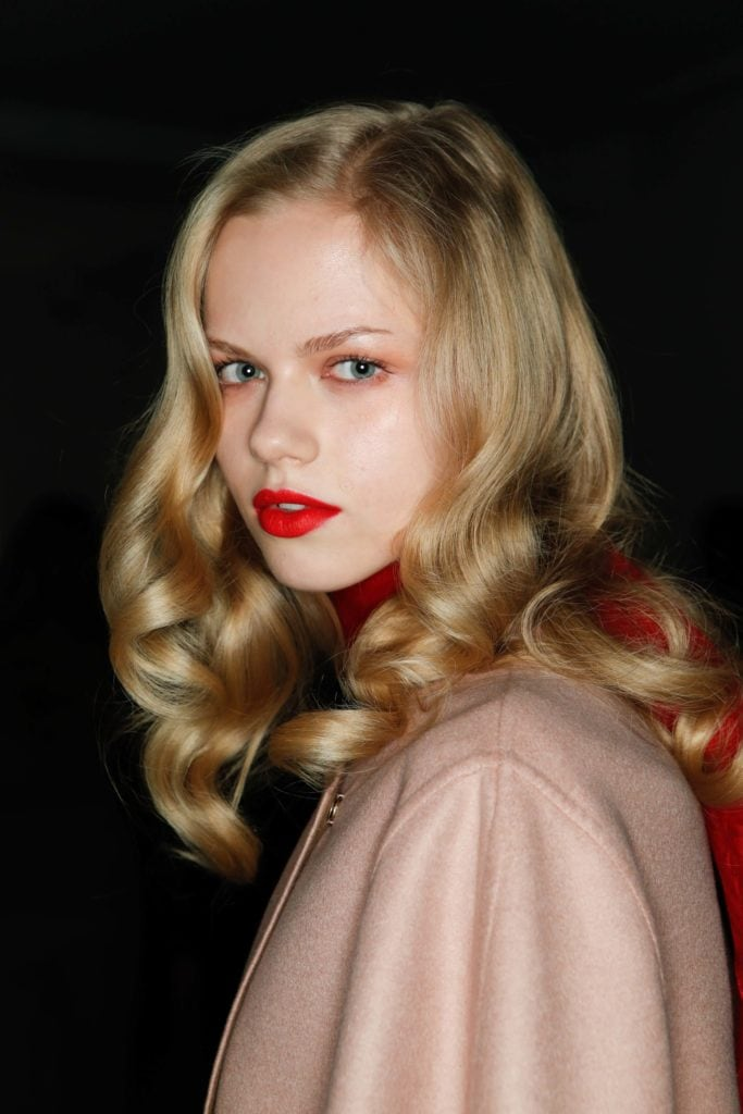 party hairstyles for medium hair glossy vintage curls