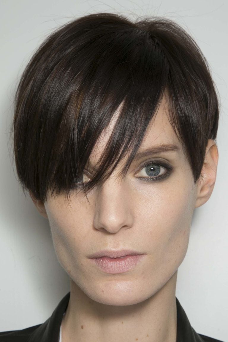 hairstyle for square face: short crop