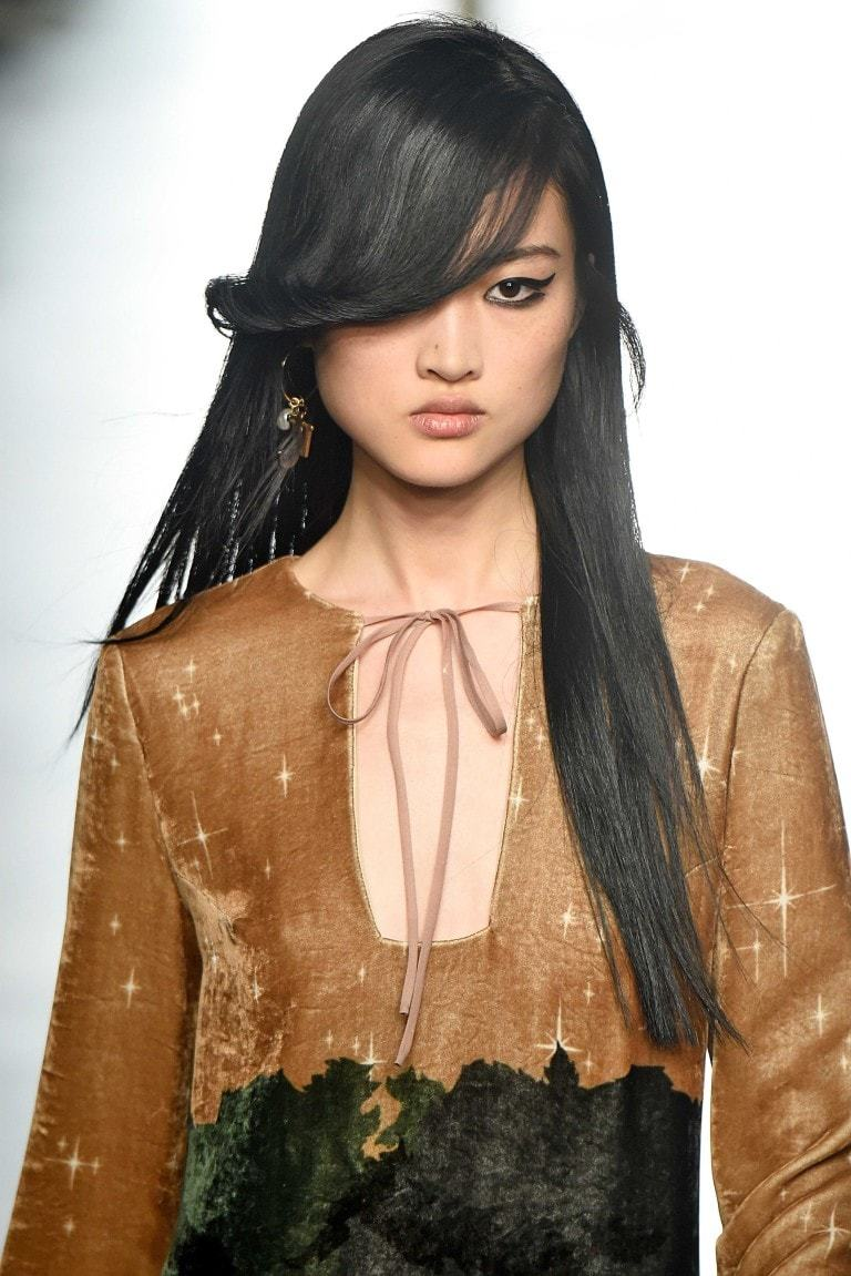 hairstyles for square face: side bangs