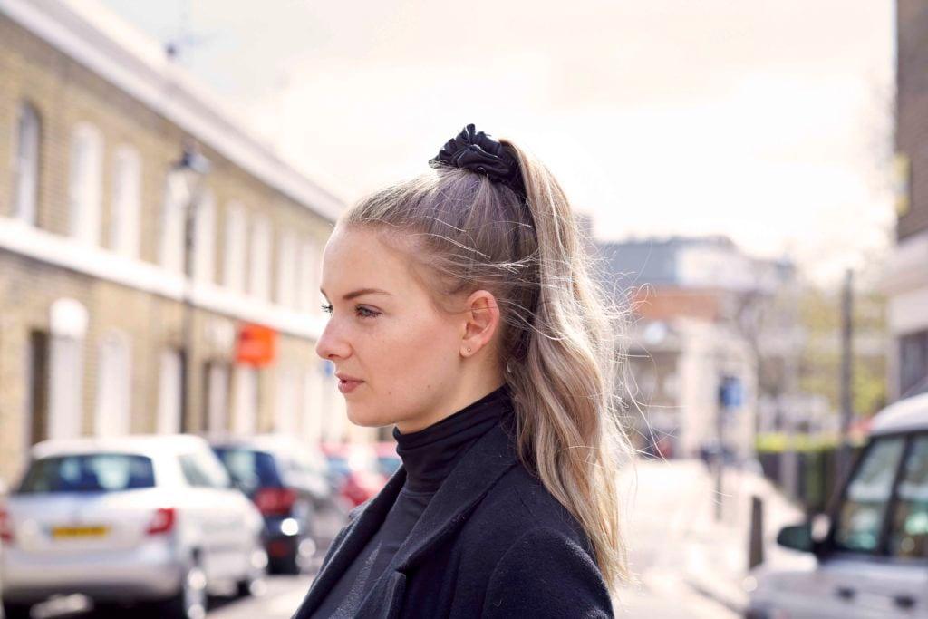 80s hairstyles scrunchie