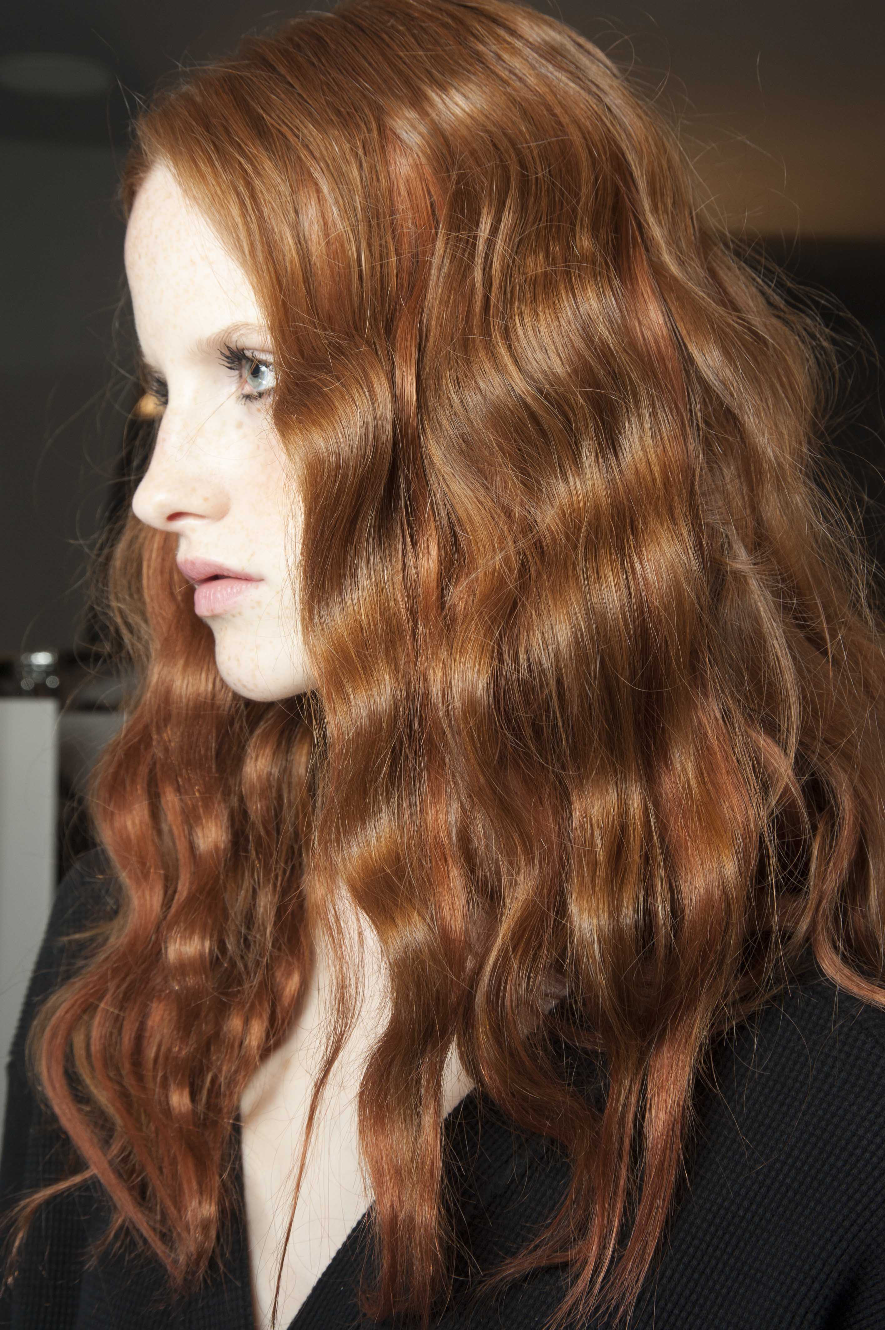 trending styles for oval faces red hair