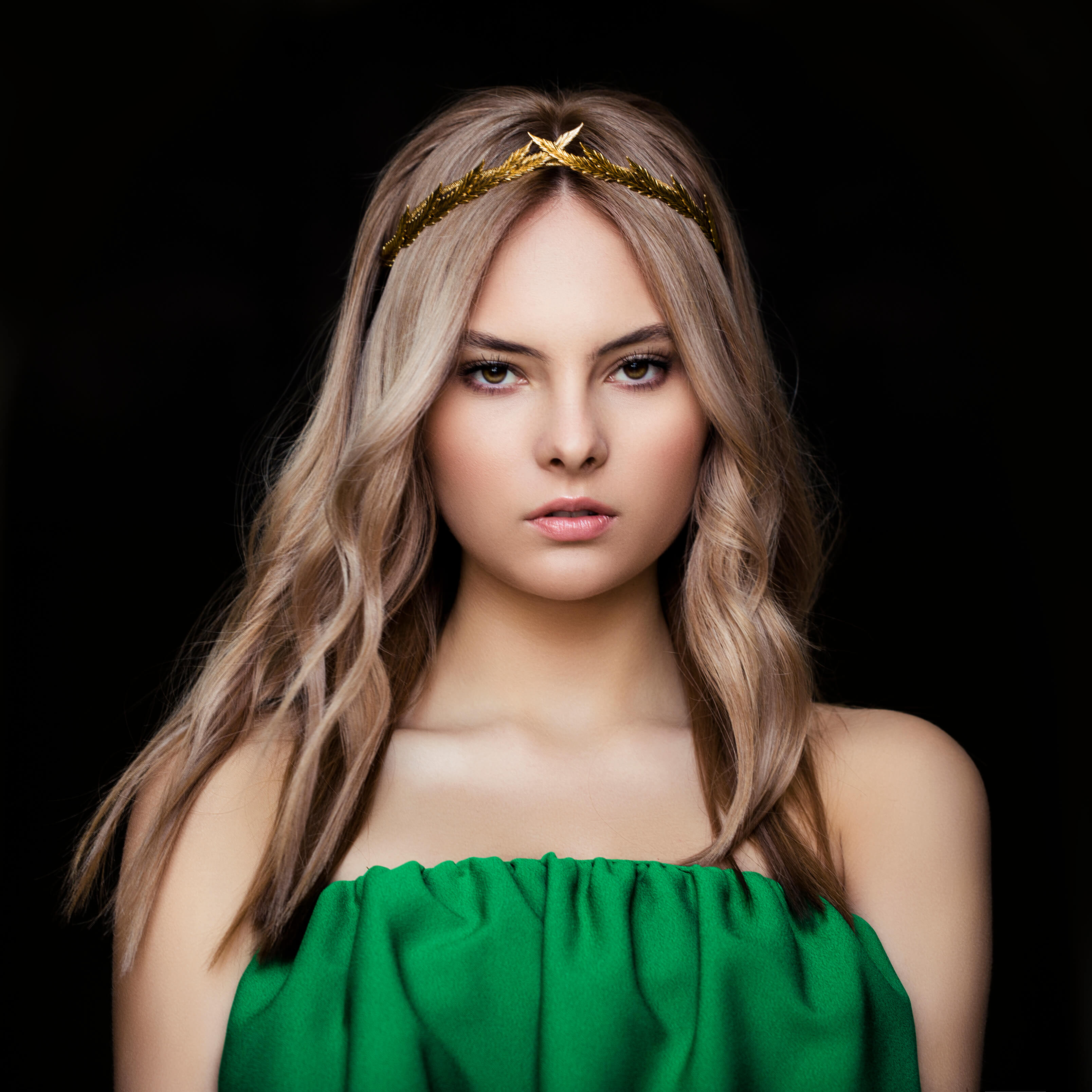 styles for wavy hair statement headband