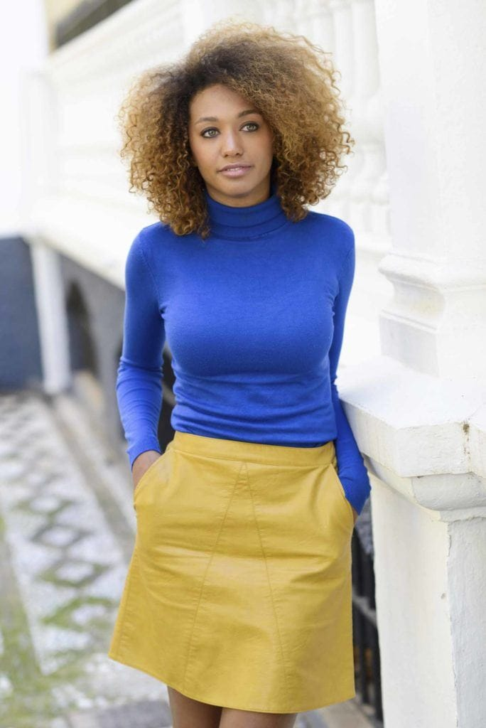 short natural hairstyles afro with highlights