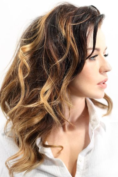 balayage technique curly hair